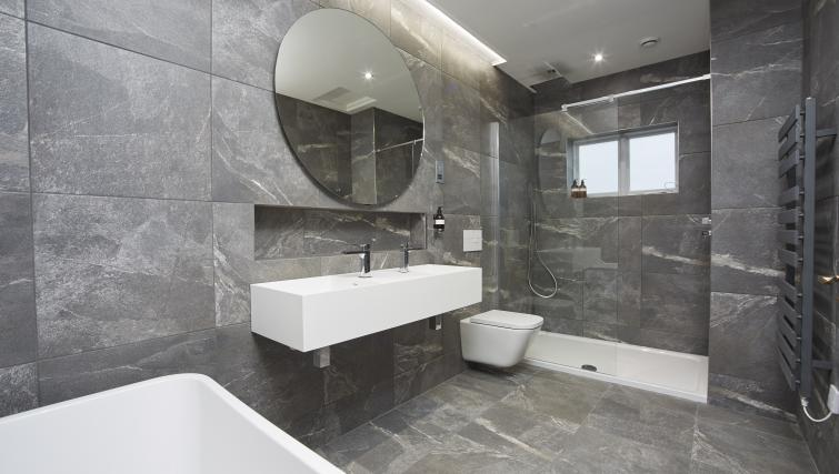 Bathroom at the Hideout Hotel Hull - Citybase Apartments