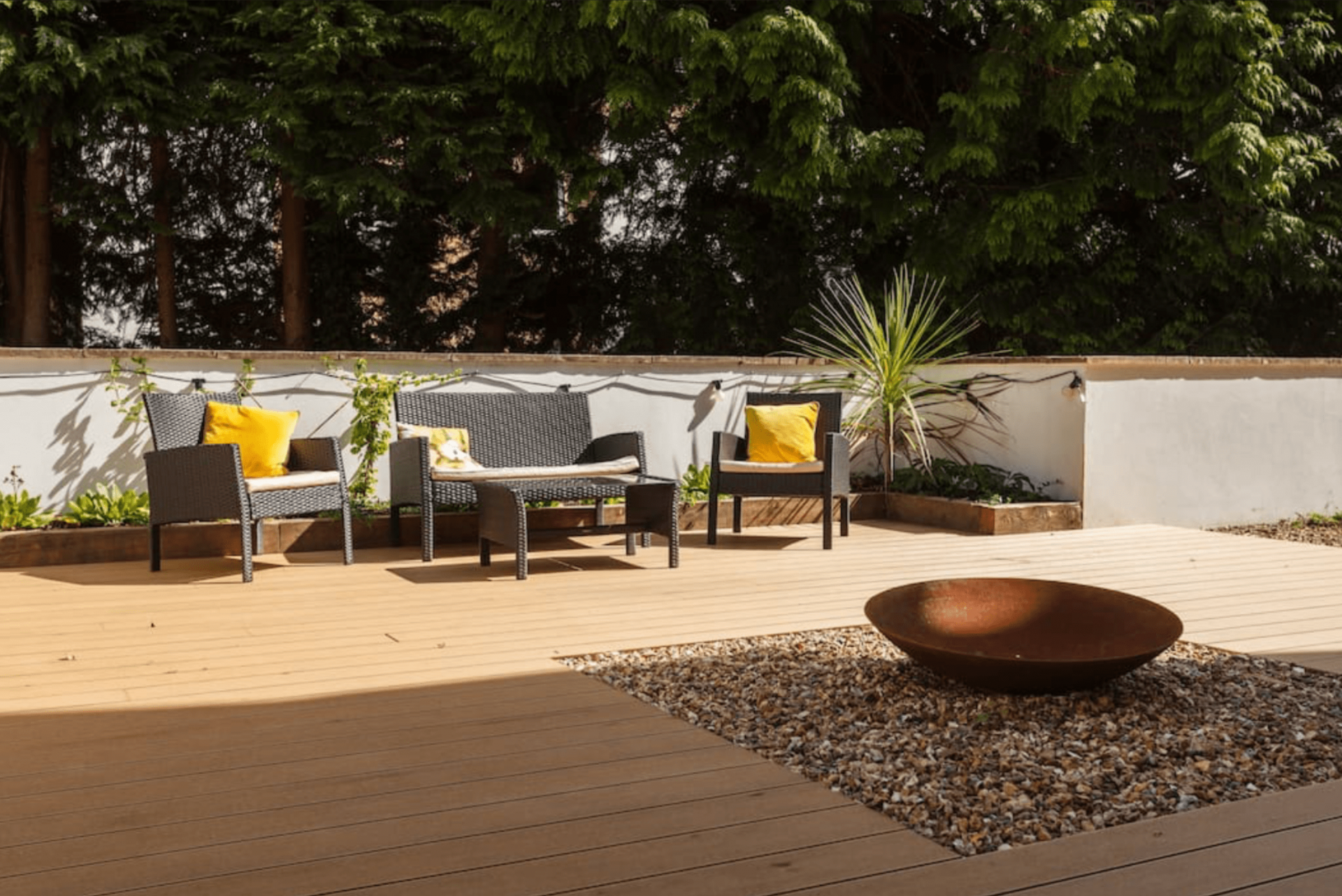 Outside seating at Dale House Apartments, Westbourne, Bournemouth - Citybase Apartments
