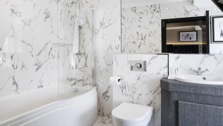 Bathroom at Vermont Aparthotel - Citybase Apartments