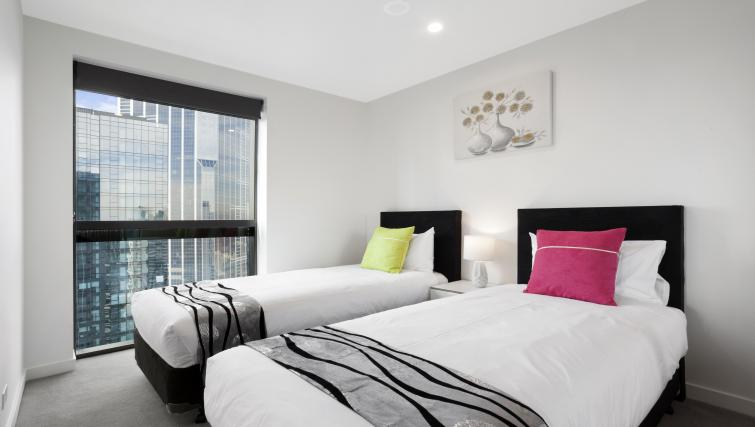 Twin beds at Platinum City Serviced Apartments - Citybase Apartments
