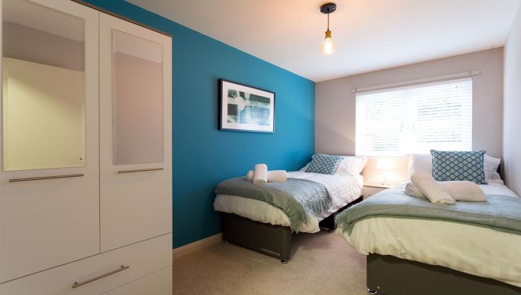 Cosy twin beds at the Beech Lodge Apartments - Citybase Apartments