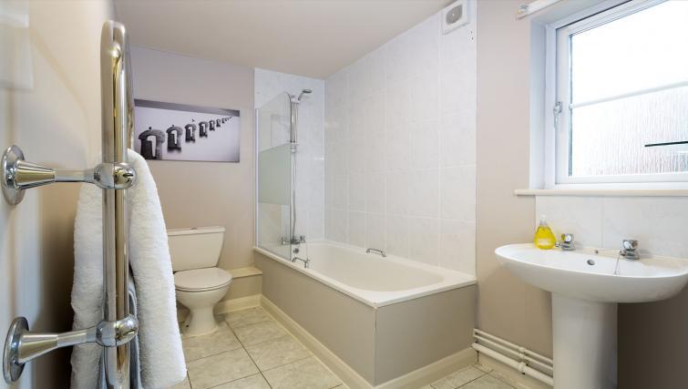 Bath at the Beech Lodge Apartments - Citybase Apartments