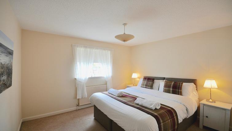 Double bed at Harbour House Apartment - Citybase Apartments