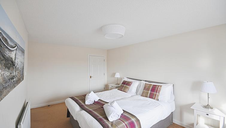 Twin beds at the Rowallan Residence - Citybase Apartments