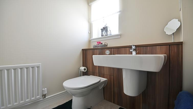 WC at Kirk Green Villa - Citybase Apartments