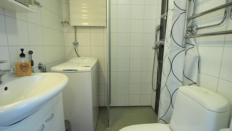 Bathroom at Vähäntuvantie Apartment - Citybase Apartments