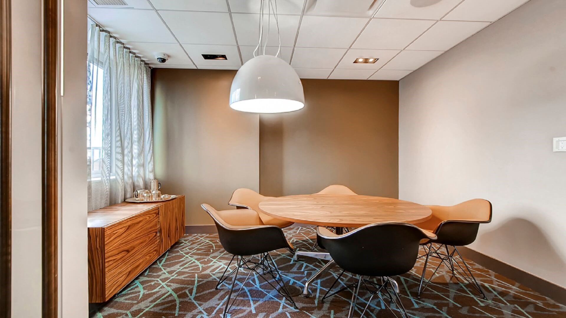 Meeting room at M2 Apartments, Hudson Exchange, Jersey City - Citybase Apartments