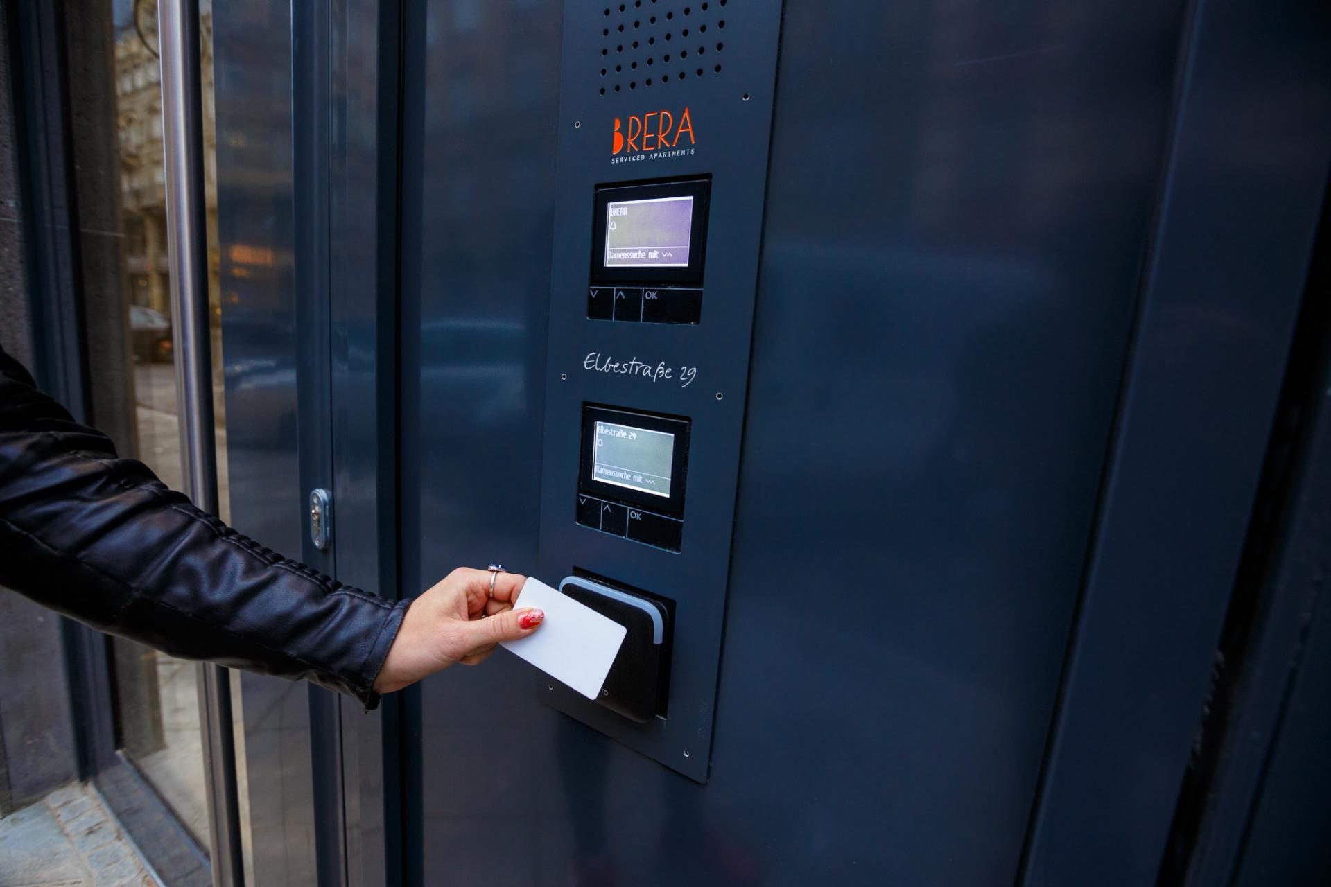 Door security at Brera Elbestrasse 29 - Citybase Apartments