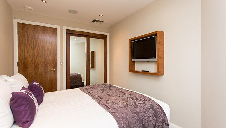 Double bed at The Chambers Park Place - Citybase Apartments