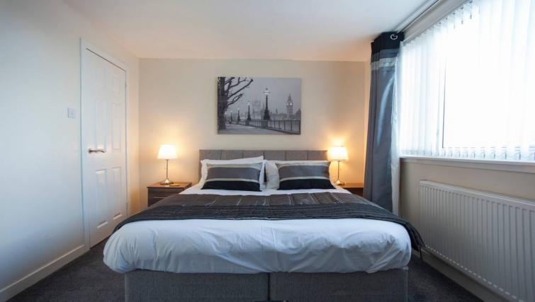 Large bed at the Paris Street Apartment - Citybase Apartments