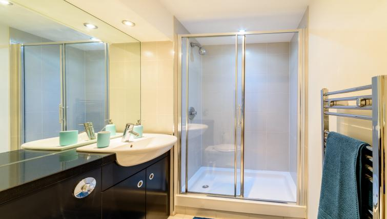 Shower at Ryland Street Apartment - Citybase Apartments