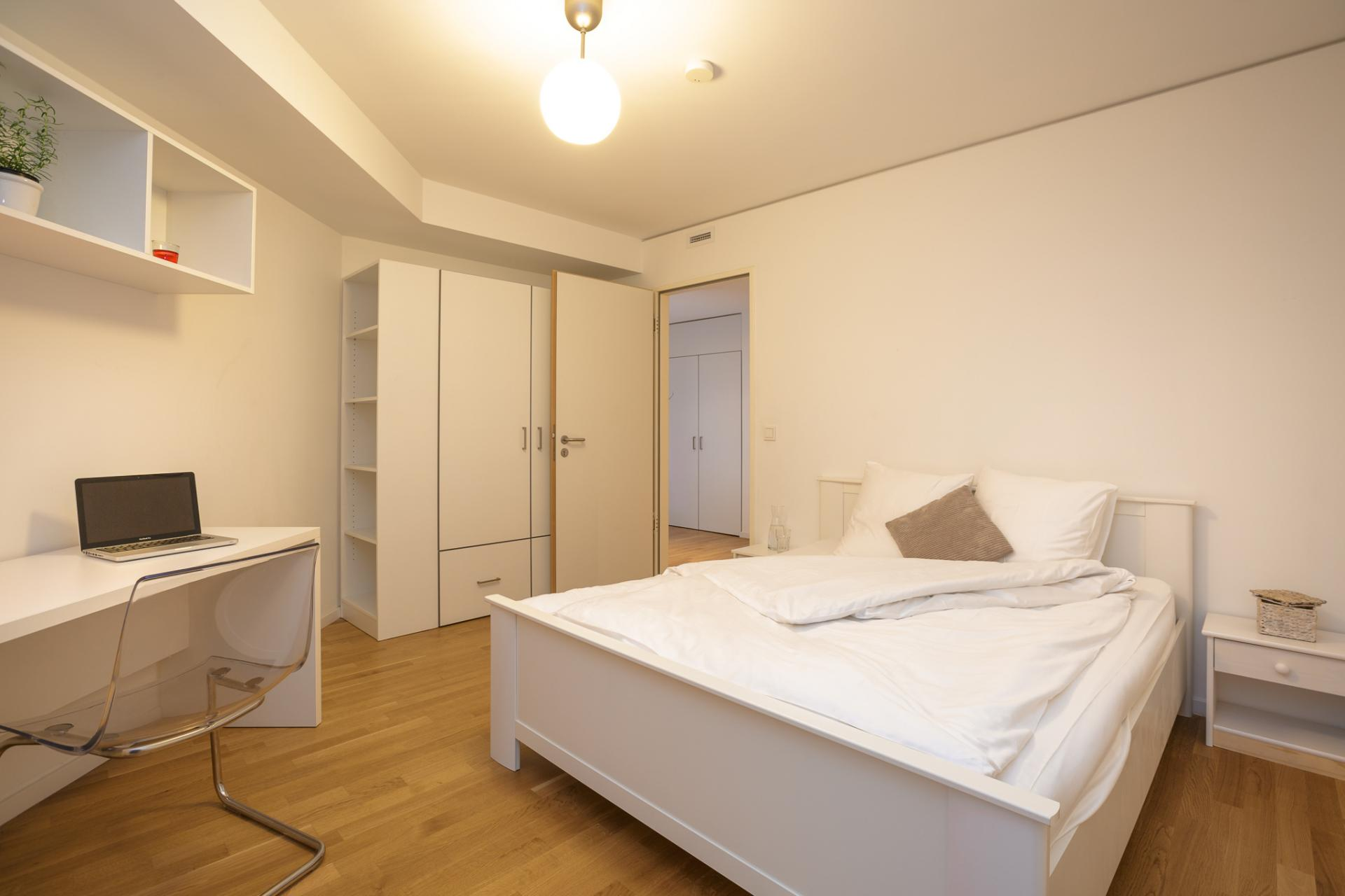 Spacious bedroom at Brera Am Plaerrer 2 Apartments - Citybase Apartments