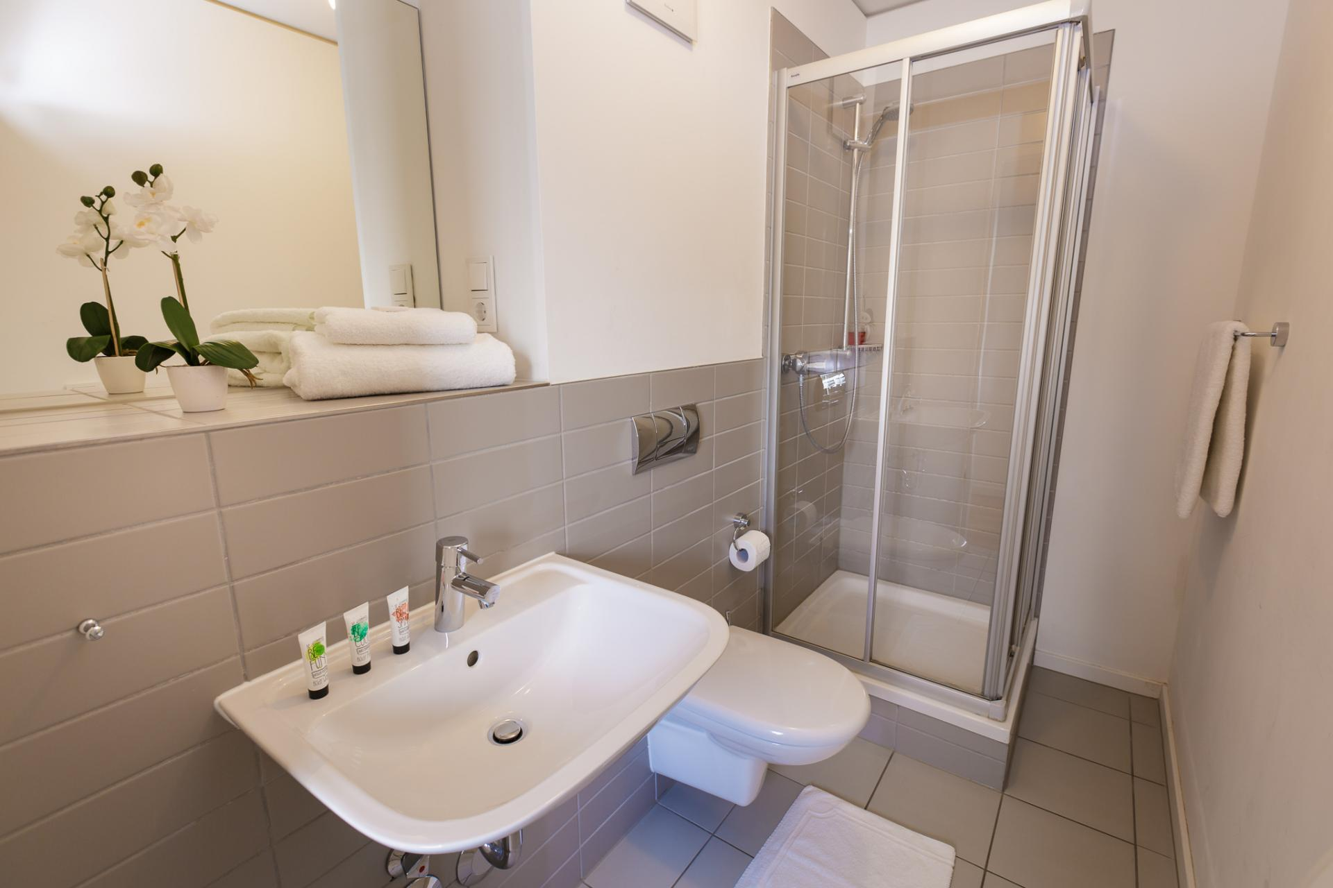 Shower at Brera Am Plaerrer 2 Apartments - Citybase Apartments