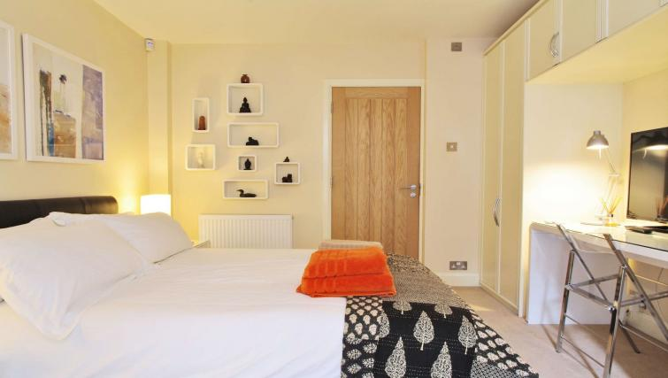 Bed at Finborough Road Apartment - Citybase Apartments