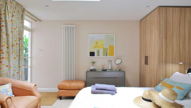 Double bed at Finborough Road Apartment - Citybase Apartments