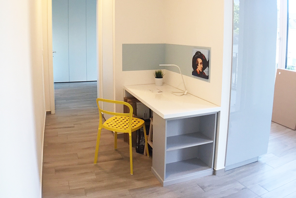 Desk at Ohmstrasse Apartment - Citybase Apartments