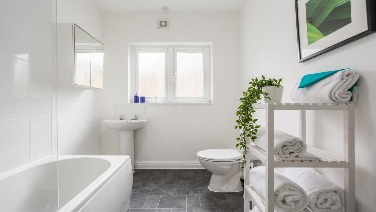 Bathroom facilities at the West Street Studios - Citybase Apartments