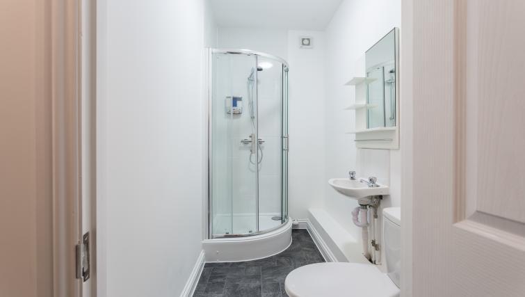 Bathroom at the West Street Studios - Citybase Apartments