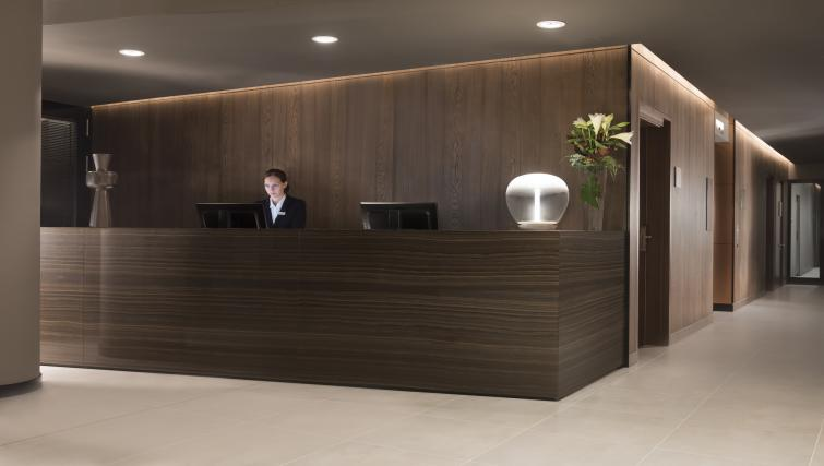 Reception area at the Adina Apartment Hotel Frankfurt Westend - Citybase Apartments