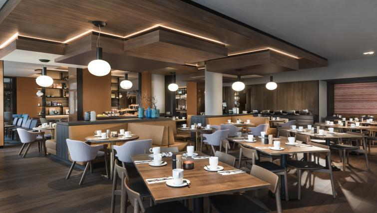 Restaurant dining at the Adina Apartment Hotel Frankfurt Westend - Citybase Apartments