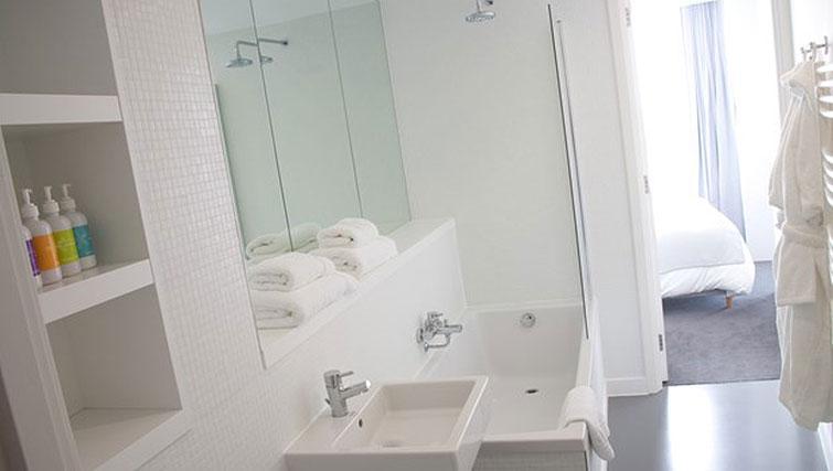 Bath at Staying Cool at The Rotunda - Citybase Apartments
