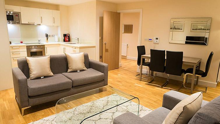 Living room at Clarendon Arc House - Citybase Apartments