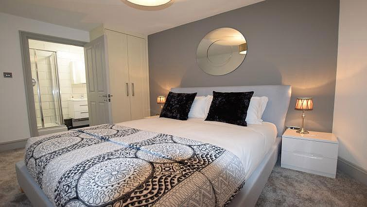 Bed at Oakfield Place Apartment - Citybase Apartments