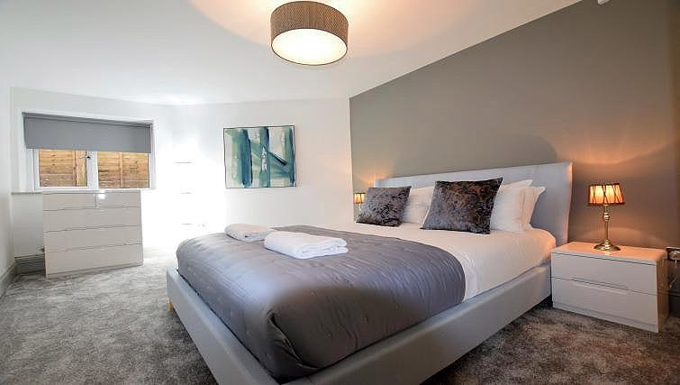 King size bed at Oakfield Place Apartment - Citybase Apartments