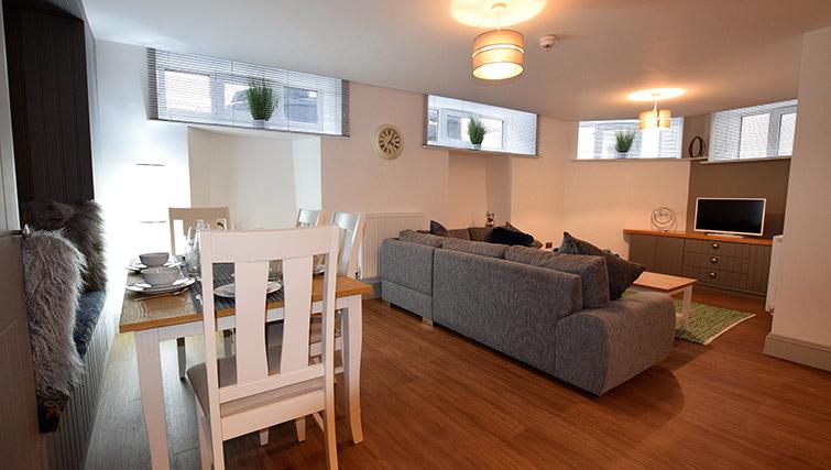 Dining space at Oakfield Place Apartment - Citybase Apartments