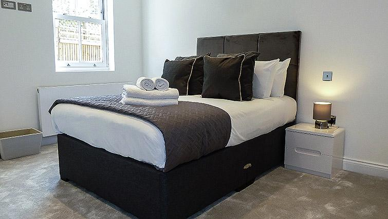 Bedroom at Flying Butler Ealing Broadway Mount Park - Citybase Apartments