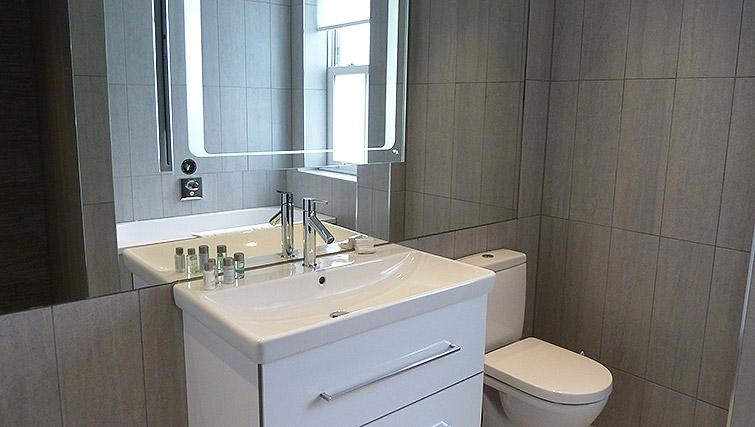 Bathroom at Flying Butler Ealing Broadway Mount Park - Citybase Apartments