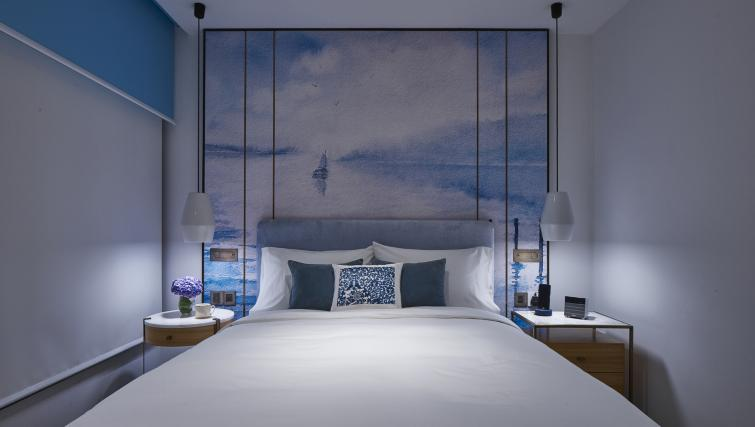 Bedroom decor at the Winsland Apartments, Singapore - Citybase Apartments