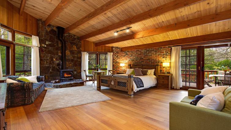 Bed at Rocky Creek Art Garden Studio - Citybase Apartments
