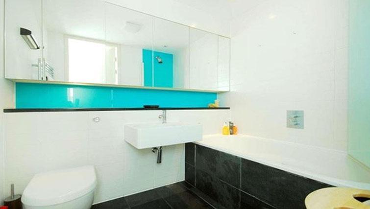 Bathroom at Still Life King's Cross Superior Apartment - Citybase Apartments