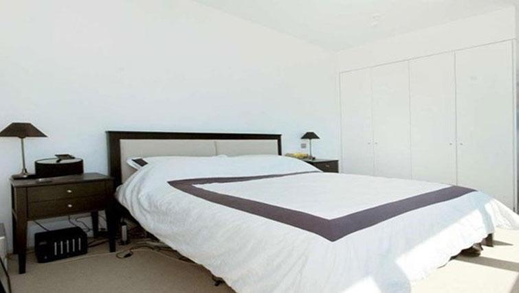 Bed at Still Life King's Cross Superior Apartment - Citybase Apartments