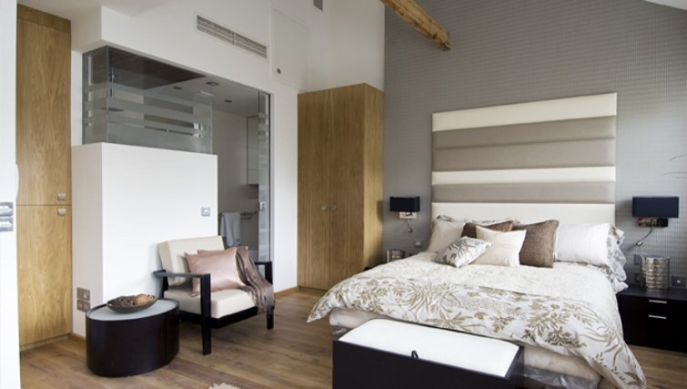 Spacious bedroom in Space Apartments - Citybase Apartments