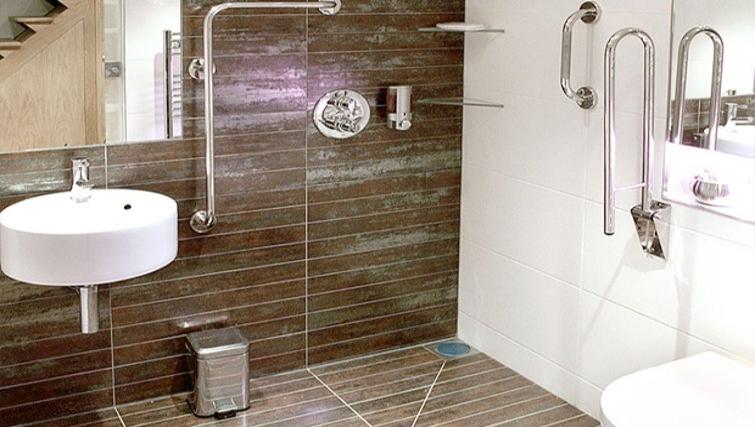 Sleek bathroom in Space Apartments - Citybase Apartments