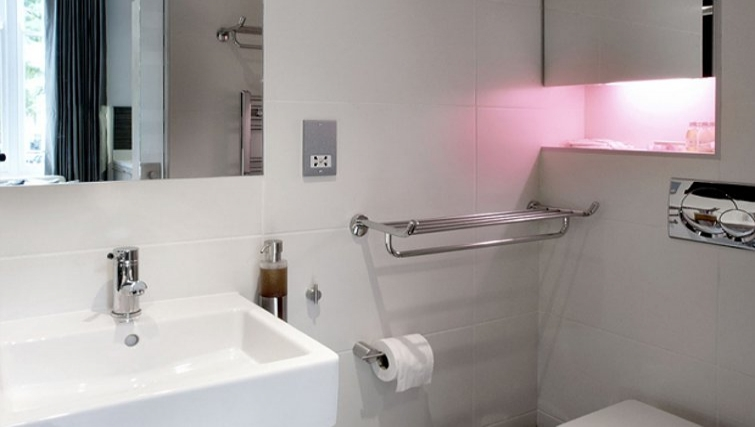 Modern bathroom in Space Apartments - Citybase Apartments