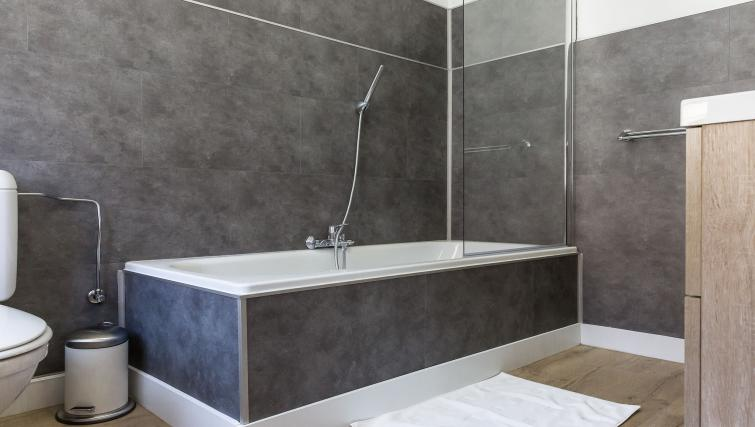 Bath at Lantss - Citybase Apartments