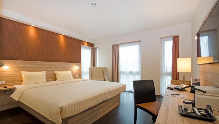 Large bedroom at the Star Inn Premium Apartments - Citybase Apartments