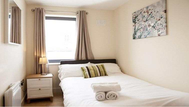 Warming bedroom in The Cheltenham Plaza Apartments - Citybase Apartments