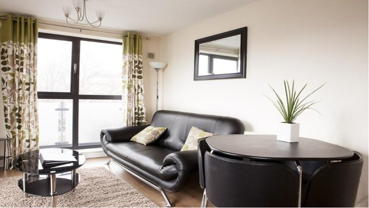 Contemporary living area in The Cheltenham Plaza Apartments - Citybase Apartments