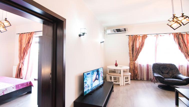 Tv at Calea Victoriei Apartment - Citybase Apartments