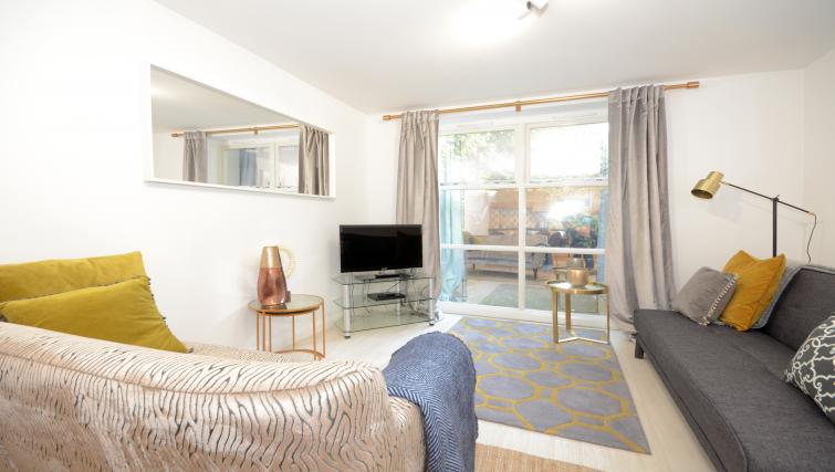 Living area at Minster's Reach Apartments - Citybase Apartments