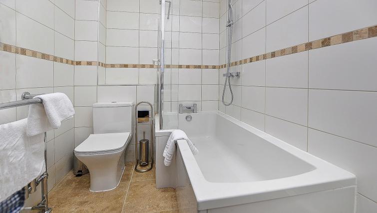 Bath at Wenlock The Keyes Apartments - Citybase Apartments
