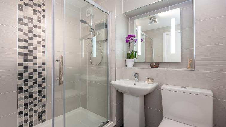 Bathroom at the Brown Street Apartment - Citybase Apartments