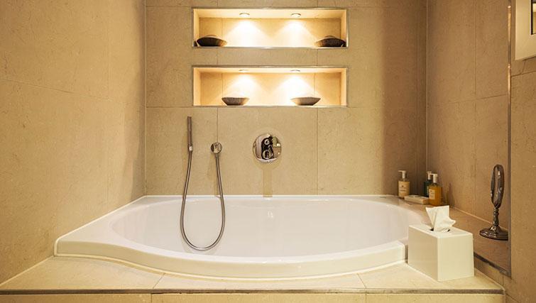Bath at St. James' Street Apartment - Citybase Apartments