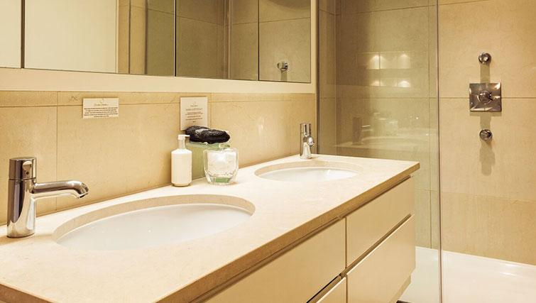 Bathroom at St. James' Street Apartment - Citybase Apartments