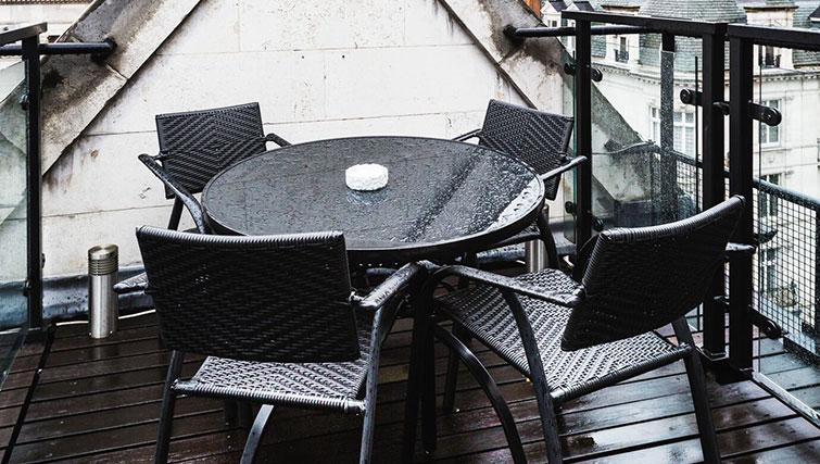 Table & chairs at St. James' Street Apartment - Citybase Apartments