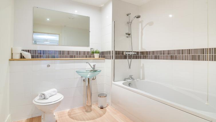 Bath at The Mailbox Apartment - Citybase Apartments
